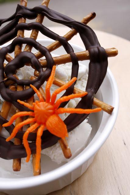 Spider web pretzels (5)