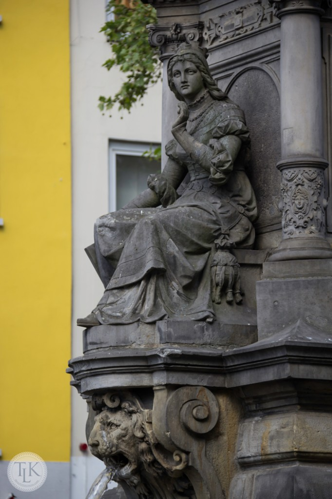 Lovely-Lady-and-Lion-Cologne