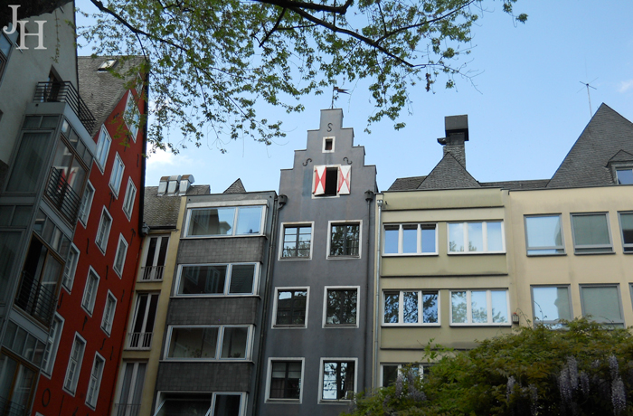 Modern-and-Old-Mix-in-Cologne