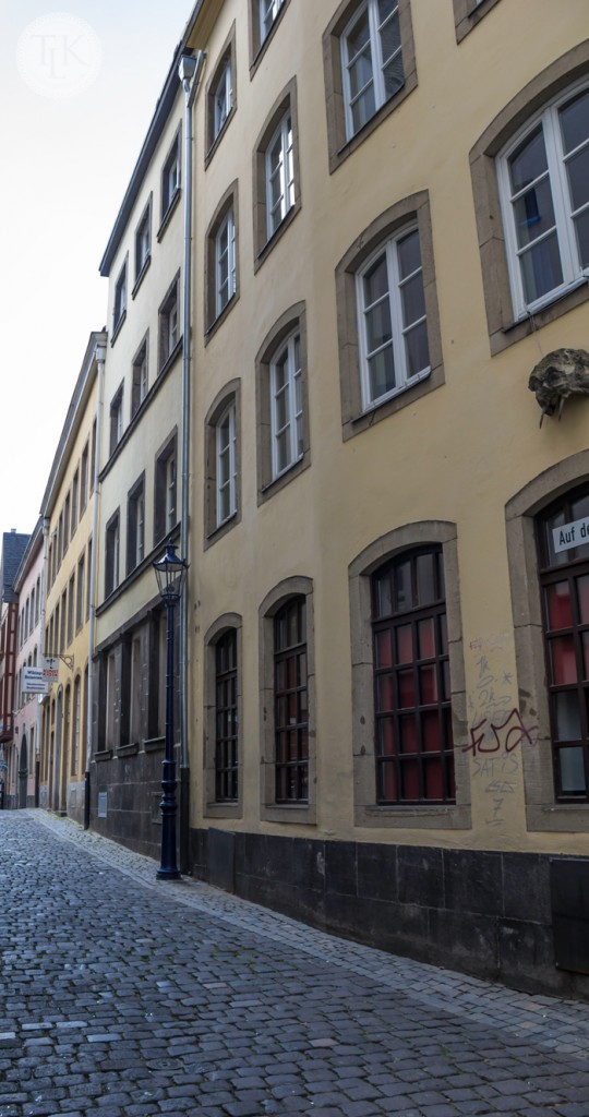 Narrow-Alley-in-Cologne