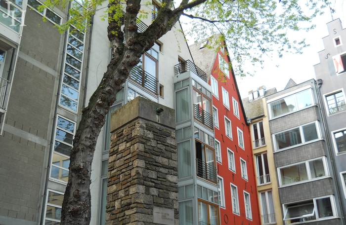 Old-and-Modern-Mix-in-Cologne
