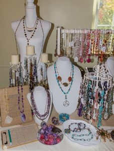 Super Simple Jewelry Table Set Up