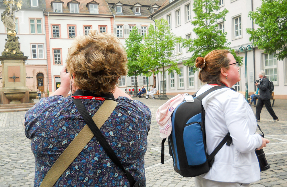 THREE LITTLE KITTENS BLOG | Taking pictures in Altstadt