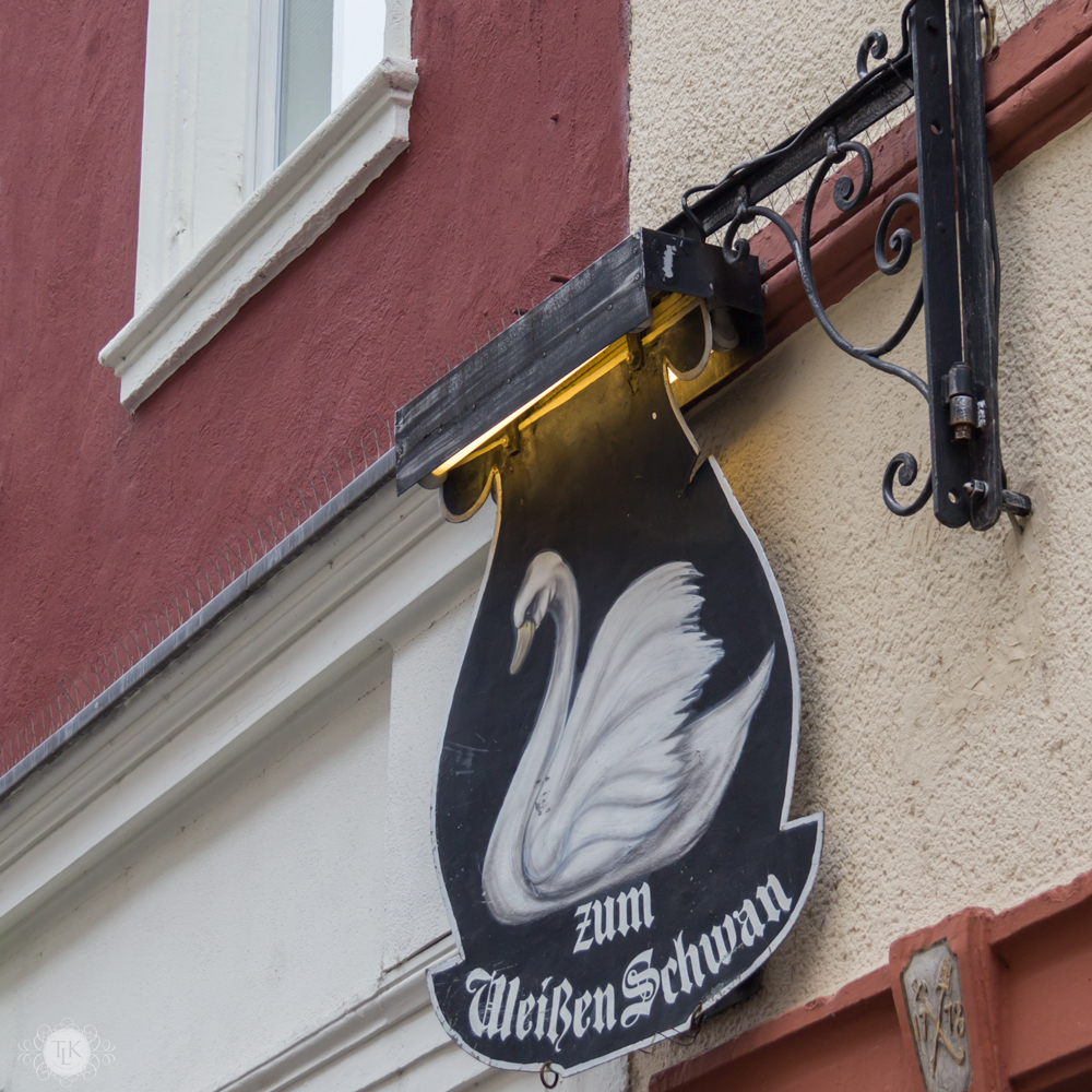 THREE LITTLE KITTENS BLOG | White Swan Sign | Heidelberg, Germany