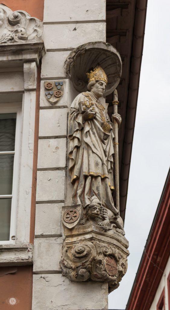 http://vanderkrogt.net/statues/object.php?webpage=ST&record=debw065