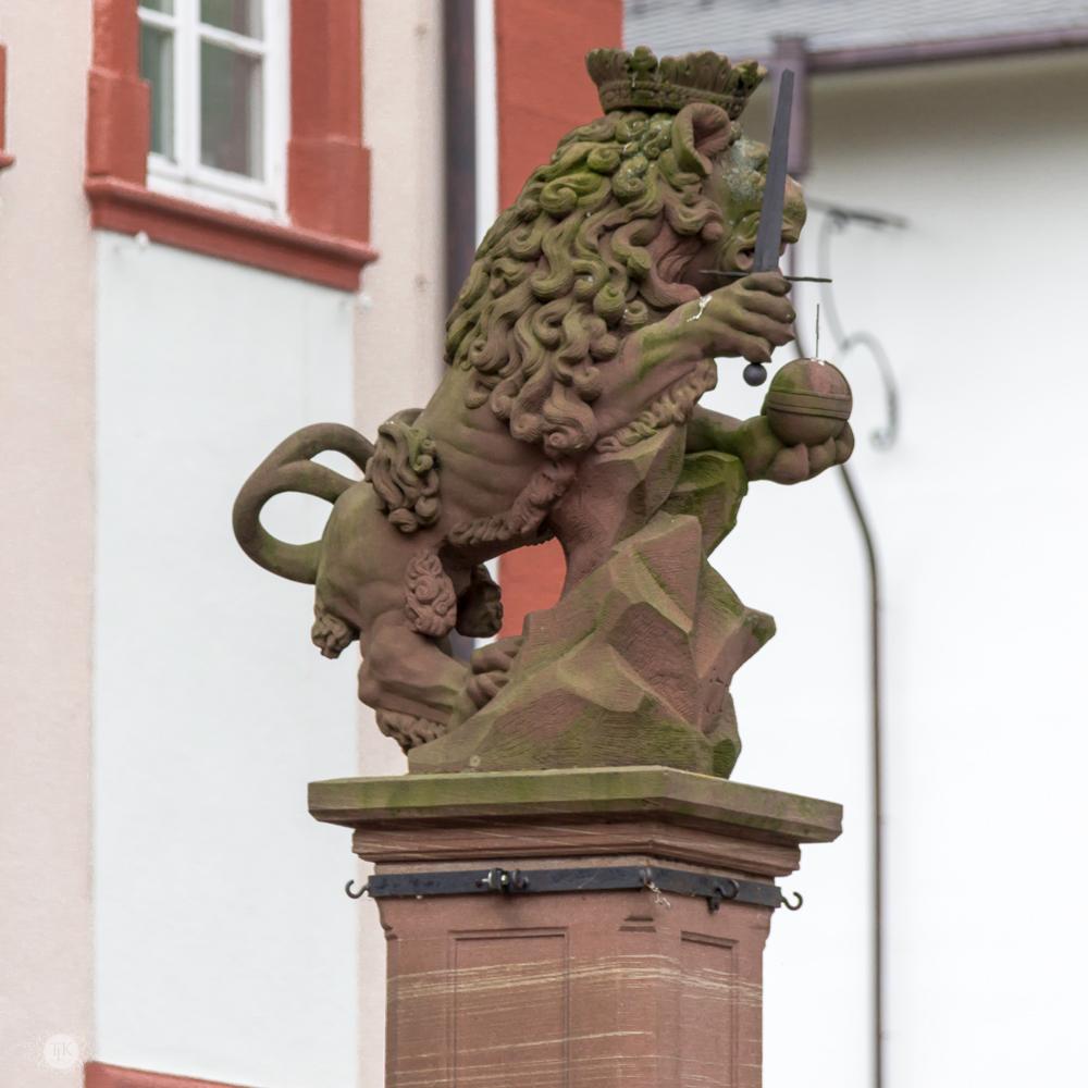 THREE LITTLE KITTENS BLOG | Lowenbrunnen Statue