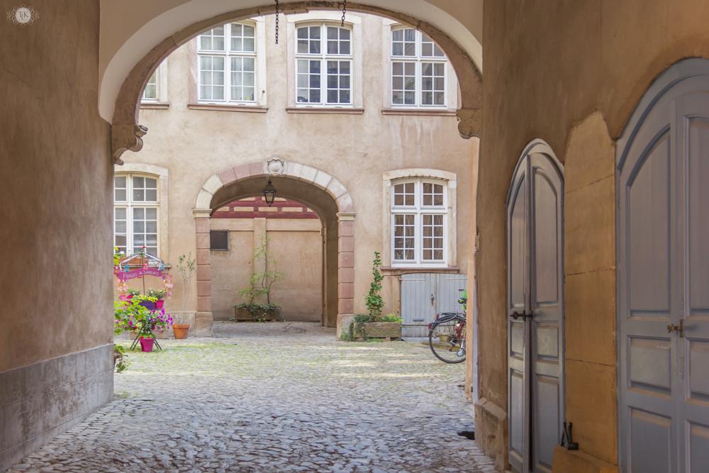 THREE LITTLE KITTENS BLOG | Strasbourg, France | Inner Courtyard